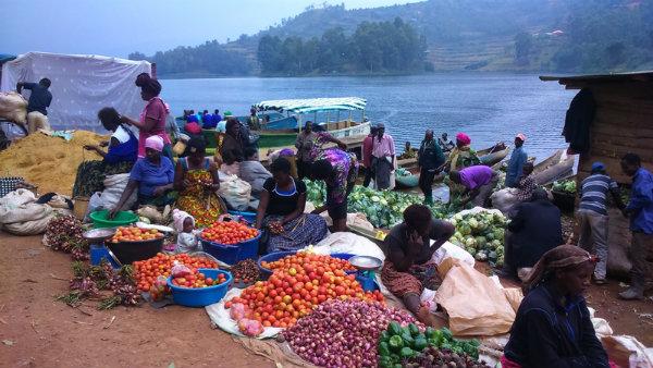 שוק-באגם-בניוני-אוגנדה